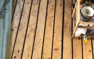 Balkona un terases grīdas eļļošana un tīrīšana
