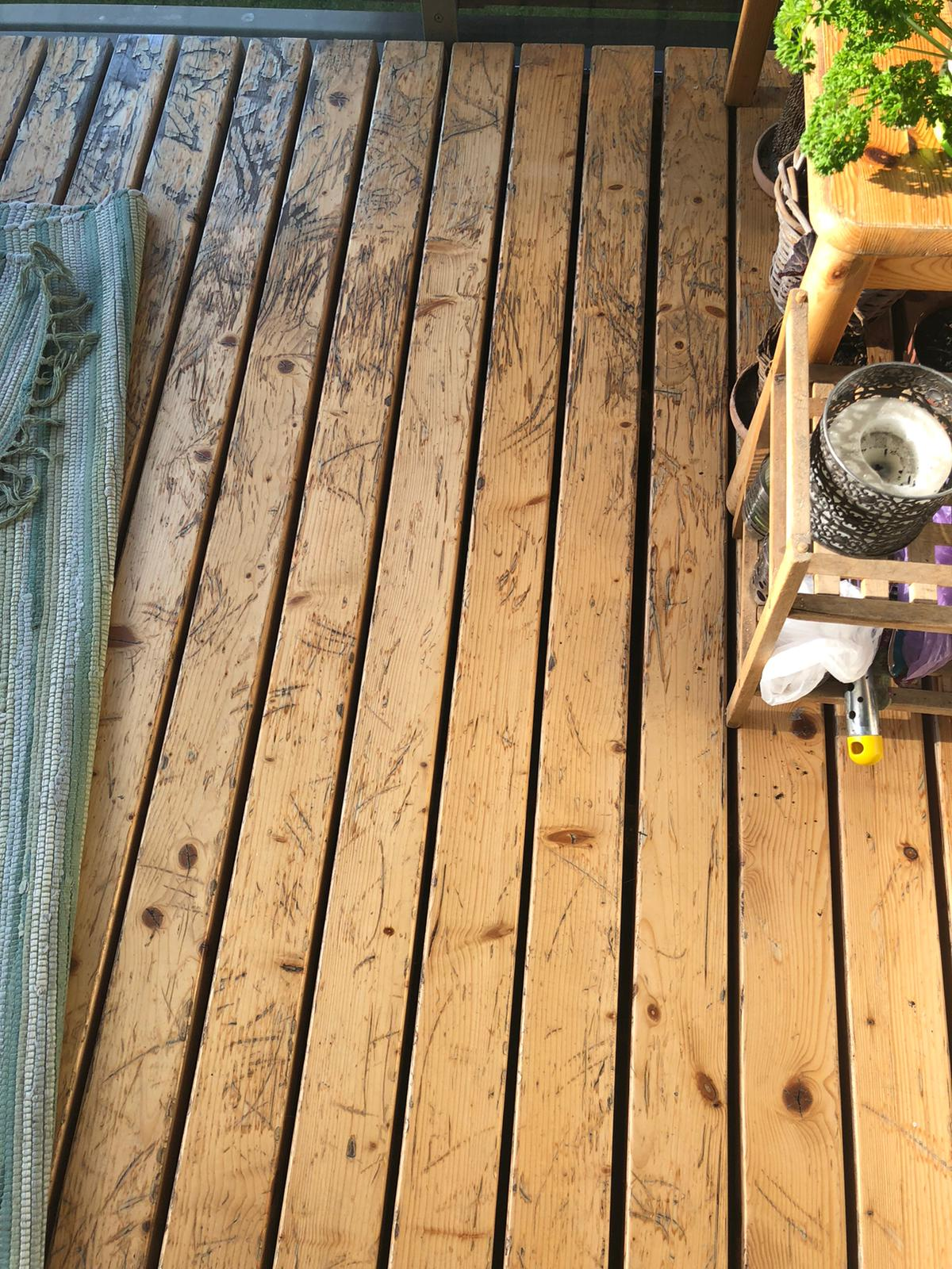 Balcony and terrace floor lubrication and cleaning